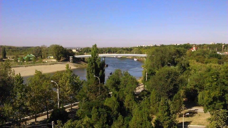 Tiraspol stolica Naddniestrza - widok na punkt graniczny z hotelu Bocian