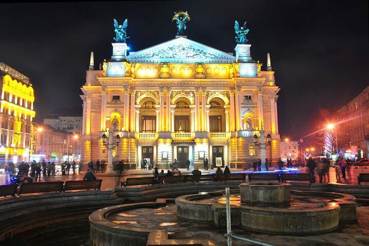 Opera we Lwowie nocą