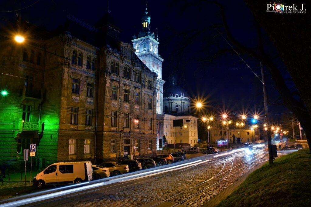 zdjęcia nocnego Lwowa