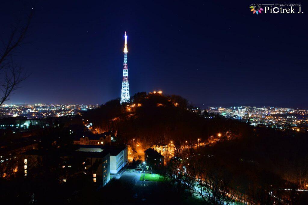 Widok na Wysoki Zamek nocą